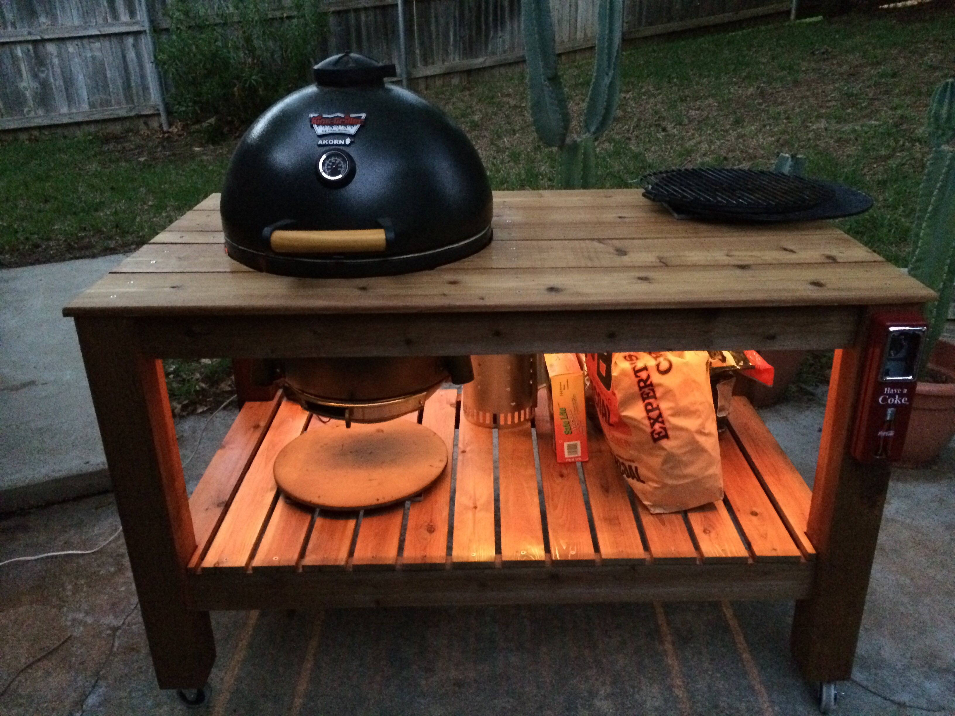 Akorn Table Complete Page CharGriller AKORN Kamado King - Table with grill built in