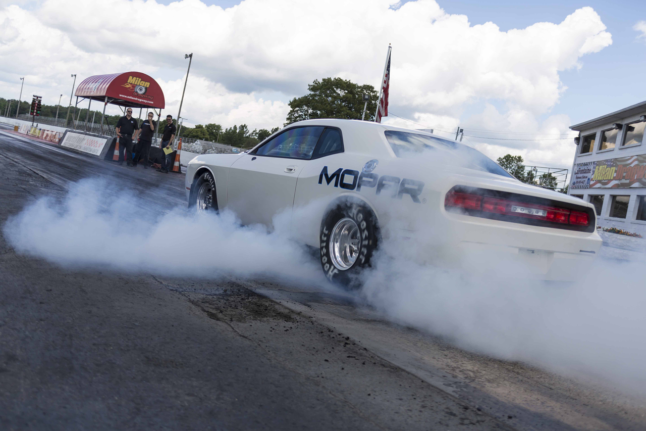 2015 dodge challenger drag pak previewed 426 hemi race v8 dodge and mopar have never strayed far from success in drag racing be it on run what you brung