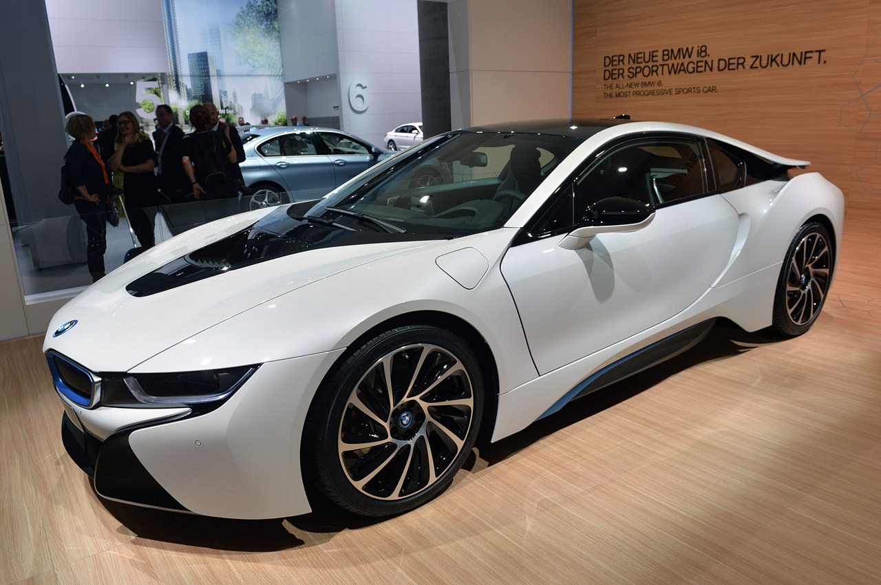 2015 bmw i8 offers you a fast ride to the future for 135 700 w video. Black Bedroom Furniture Sets. Home Design Ideas