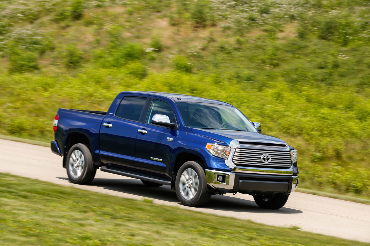 toyota tundra ditches v6 for 2015 and goes with 2 v8 engine options 4 6 5 7. Black Bedroom Furniture Sets. Home Design Ideas